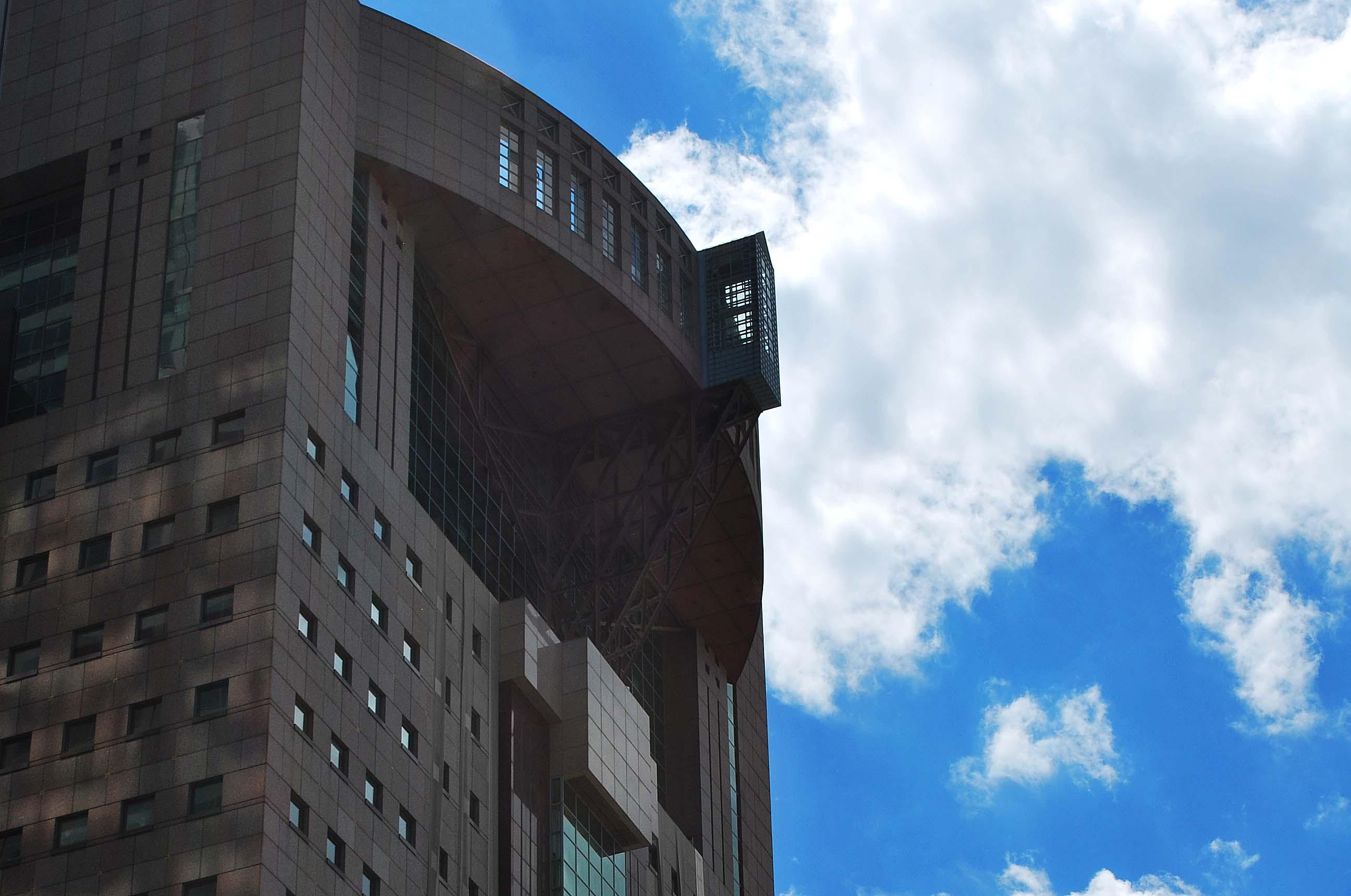 triko humana building